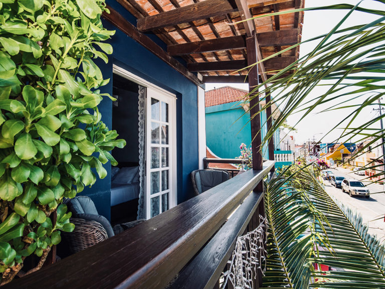 balcony-2-city-apartment-curacao-PM78