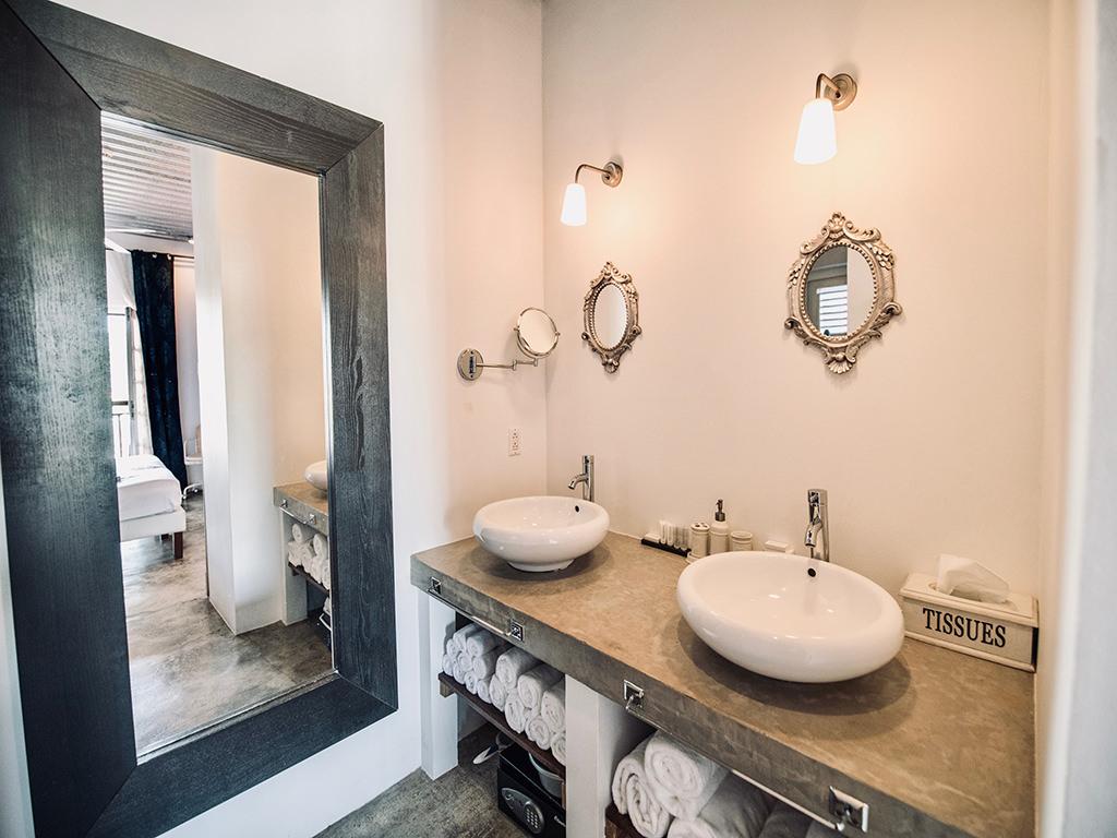bathroom-junior-suite-curacao-pm78