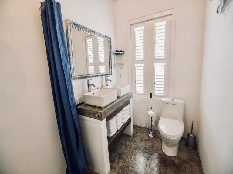 bathroom-urban-loft-curacao-pm78