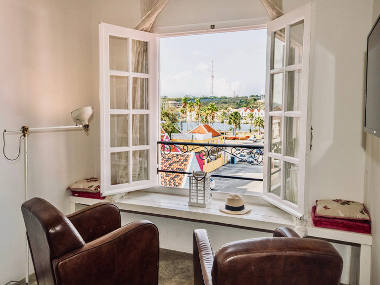 seating-with-view-urban-loft-curacao-pm78